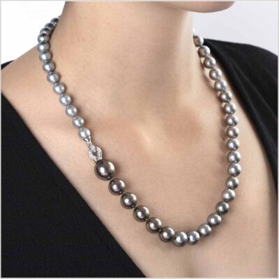 "<span id=""product-title"">TWILIGHT </span><br><span id=""product-description"">TAHITIAN PEARL AND DIAMOND NECKLACE IN 18CT WHITE GOLD</span>"