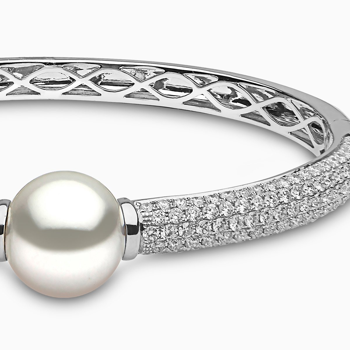 Yoko London Mayfair South Sea Pearl and Diamond Bangle