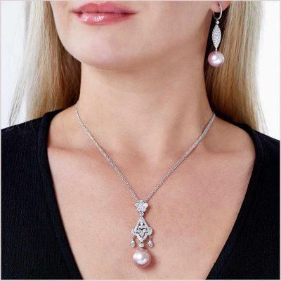 Yoko London Radiant Orchid Pink Freshwater Pearl and Diamond Pendant