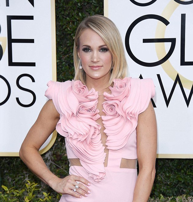 Carrie Underwood Wears Yoko London Pearls