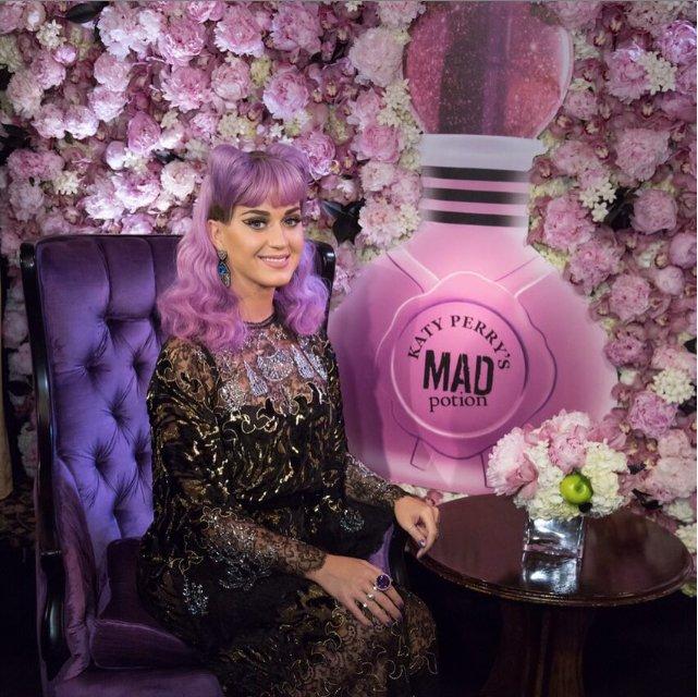 Katy Perry Wears Yoko London Pearl Jewellery