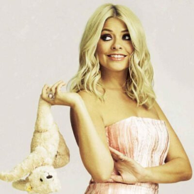 Holly Willoughby Wears Yoko London Pearls