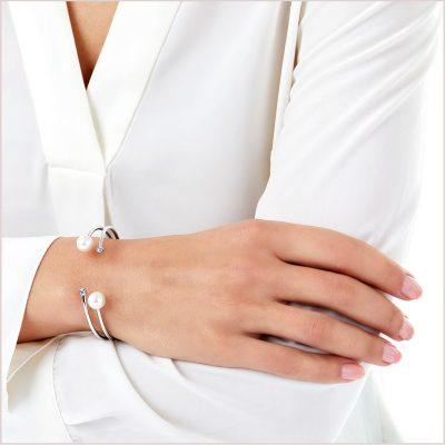 Yoko London Novus Diamond and Freshwater Pearl Bangle