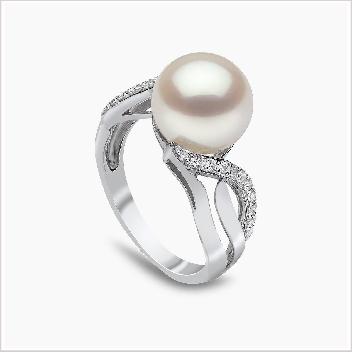 Yoko London Classic Diamond and Freshwater Pearl Ring